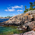 Rocky Coast And Clear Water Of Lake Superior by Les Palenik