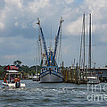 Summer Time Boating by Dale Powell