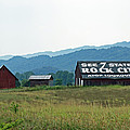 Tennessee Barn by Roger Potts