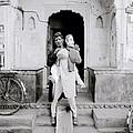 The Jaipur Street Entertainer by Shaun Higson