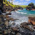 Waianapanapa Rocks by Inge Johnsson