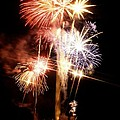 Washington Monument Fireworks 2 by Stuart Litoff