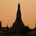 Wat Arun by Adam Romanowicz
