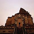 Wat Chedi Luang Sunset by Shaun Higson