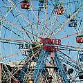 Wonder Wheel Of Coney Island by Rob Hans
