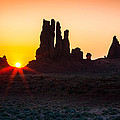 Yei-bi-chei Rays by Inge Johnsson
