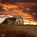 Barn On Highway 21 by Stan Kwong