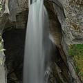 Maligne Canyon by Robert Caddy