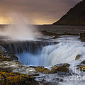 Thor's Well by Keith Kapple