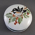 1646 Chickadee Box by Wilma Manhardt