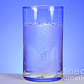 Alka-seltzer Dissolving In Water by Photo Researchers, Inc.