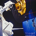 Discovery Spacewalk by Science Source