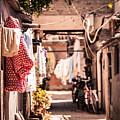 Alley by Capturing a second in life, Copyright Leonardo Correa Luna