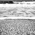 Approaching Wave - Black And White by Hideaki Sakurai