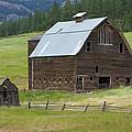 Barn On Bluett by JoJo Photography