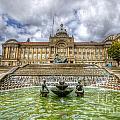 Council House And Victoria Square - Birmingham by Yhun Suarez