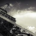 Eiffel Tower by Simona Dumitru