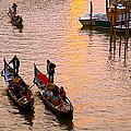Gondolieri. Venezia. Italia by Juan Carlos Ferro Duque
