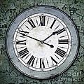 Grungy Clock by Carlos Caetano