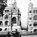 Hong Kong - Monument To Queen Victoria - C 1906 by International  Images