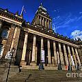 Leeds Town Hall by Yhun Suarez