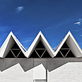Modern Building Roofing by Eddy Joaquim