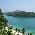 Mu Ko Ang Thong Marine National Park by Nawarat Namphon