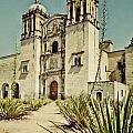 Santo Domingo by Javier Barras