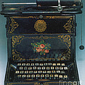 Sholes And Glidden Typewriter by Science Source