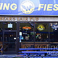 Uc Berkeley . Bears Lair Pub . 7d10165 by Wingsdomain Art and Photography
