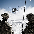 U.s. Army Soldiers Watch The Arrival by Stocktrek Images