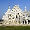 Wat Rong Khun by Sally Weigand