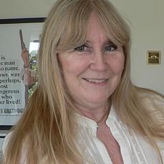 Lynne Iddon - Artist
