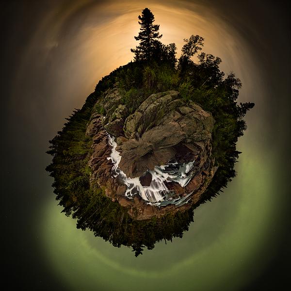 Jakub Sisak - 360 Polar Pano Cascades Night