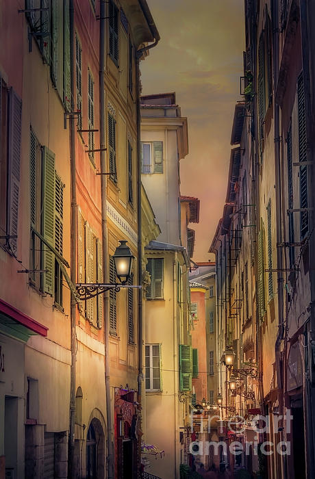 Liesl Walsh - A Narrow Alley In Old Town Nice, France