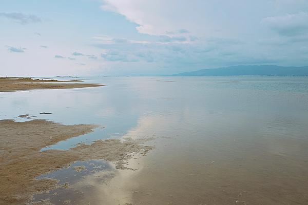 Anna Maloverjan - A peaceful scene of a calm sea and sunset