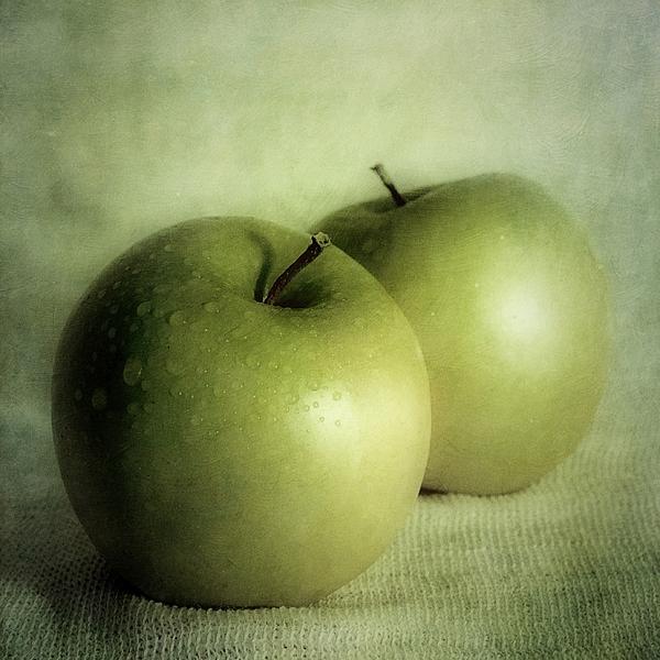 Priska Wettstein - Apple Painting