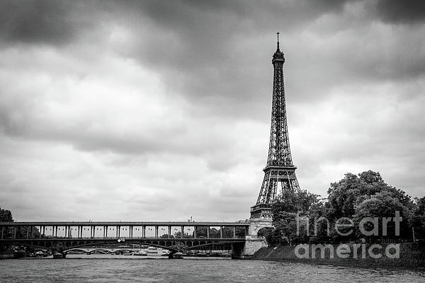 Liesl Walsh - Eiffel Tower And Bridge At The Seine River, Paris, Bk Wt