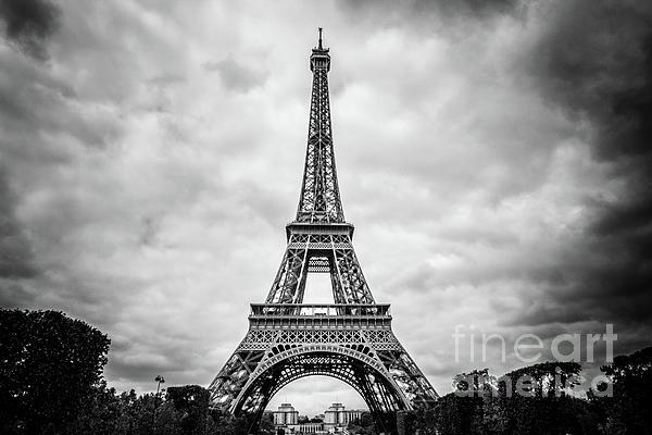Liesl Walsh - Eiffel Tower View From Champ de Mars, Paris