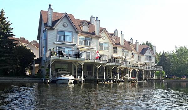 Nermine Hanna - Floating Townhouses