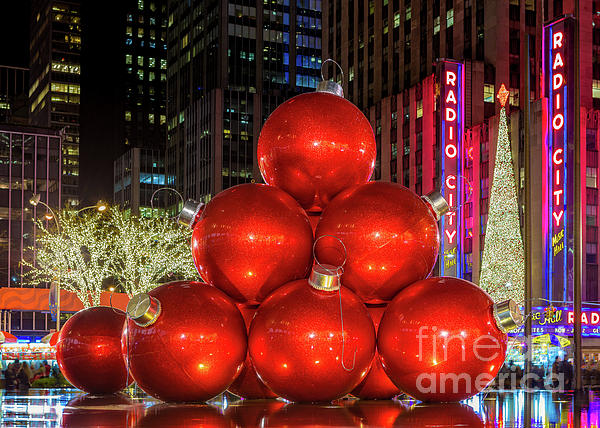 Jerry Fornarotto - Giant Christmas Ornaments