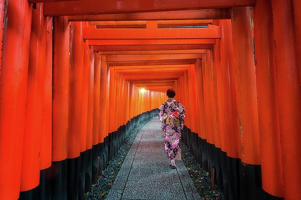 Anek Suwannaphoom - Lady in kimono walk in walking path in Japan temple