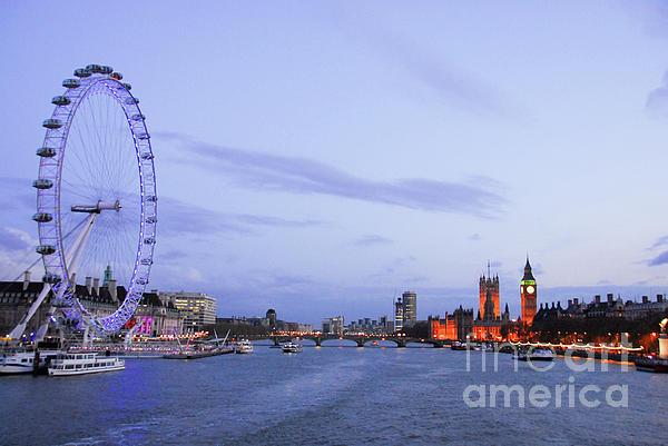 Paul Quinn - Looking down the Thames