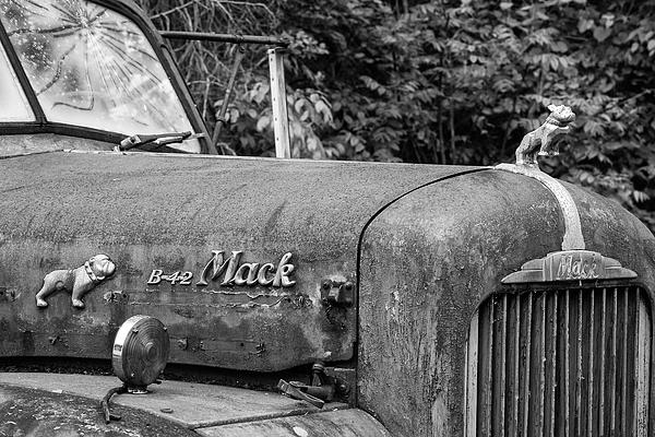 Jurgen Lorenzen - Mack Bulldog