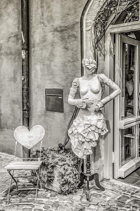 Lisa Lemmons-Powers - Mannequin On The Street BW