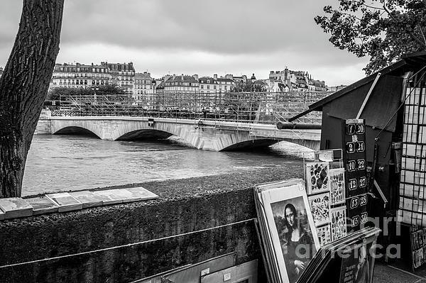 Liesl Walsh - Mona Lisa For Sale At Flooded Seine River, Paris, Blk Wht