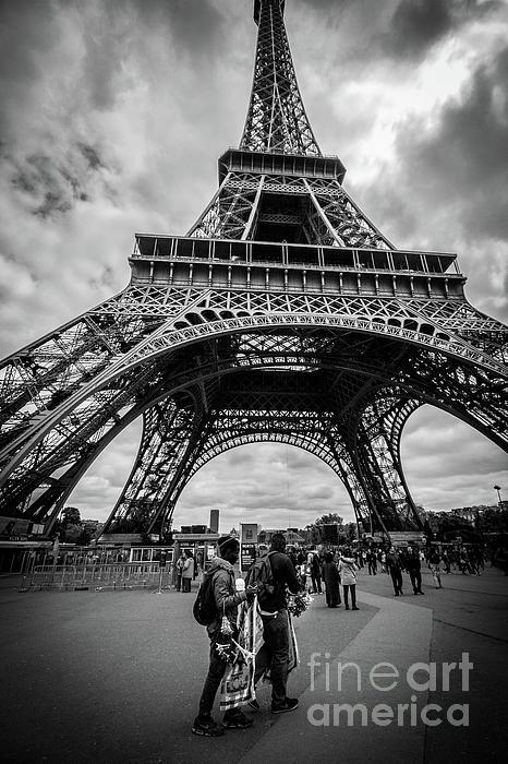 Liesl Walsh - Street Vendors At Eiffel Tower