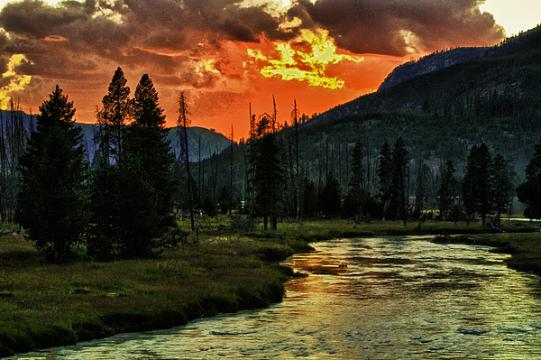 Edward R Wisell - Sunset over Madison River