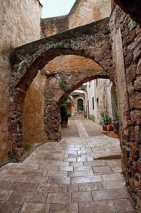 Jacqi Elmslie - The Archways of Villecroz