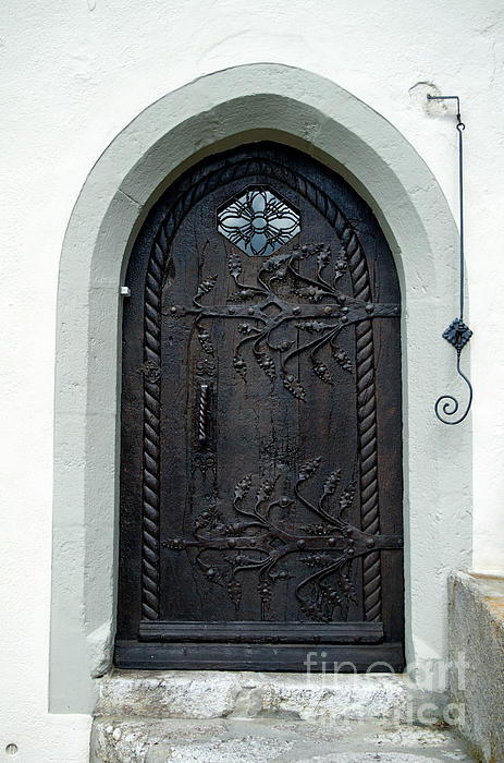 Michelle Meenawong - The Door And The Doorbell